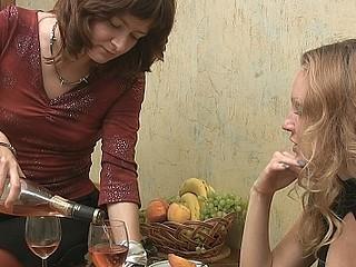 Lesbi drunk gals
