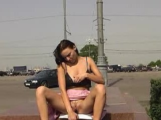 Sexy doxy toying her snatch near the road