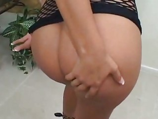 Sexy Cassandra Cruz Shows Off Her Booty