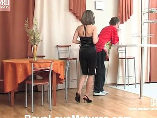 Horny guy ready for everything to drill mellow twat of curvy older chick