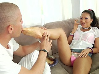 The spaces between her toes are all blurring jointly as Asa Akira tries to stretch 'em and shake off the sticky residue of cum her costar left all over those adorable digits. It not quite looks like that babe has..