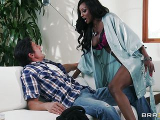 Tommy Gunn a lucky white guy acquires a very special interracial treatment from our sexy ebony mama Diamond Jackson. With her sexy body full of curves, she rolls over Tommy and shows her nice big boobs. He is so amazed..