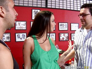 Look at this beautiful babe wanting a recent tattoo on her sexy body. Watch how the tattoo artist touches her perfect and her big tits while her boyfriend gets delouse and that babe asks him to leave. Look at her sexy..