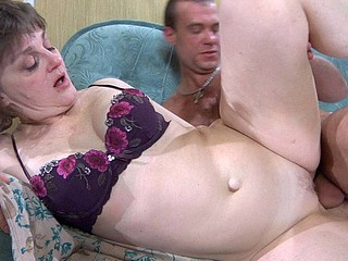 Wang-hungry mommy in glasses lustily gobbles on meat and acquires finger fucked