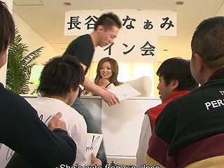 Handsome Japanese hottie Naami Hasegawa gets jointly with a pair of studs for some wild group sex. That Babe lies down and lifts her petticoat up while a pair of perverted studs play with her cunt. They use dildos and vibrators to make her cum loudly.