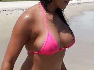 Latina belle Lisa in bikini picked up and fucking