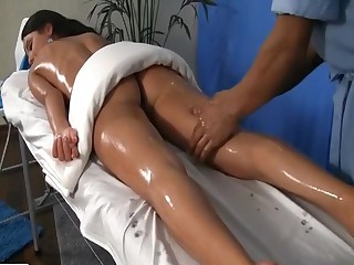 HD  xxx mov around brunette