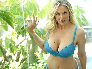Julia Ann is the quintessential mother I'd like to fuck sex queen, a 1990s porn starlet back from retirement and ready to give all kinds of jerk-off material to a new generation of fans.  This Babe's a golden-haired..
