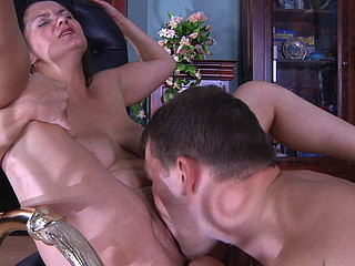 Experienced mama servicing a muscle man with her open mouth and her cum-hole